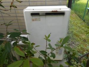 1-古い給湯機正面